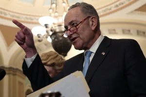 """Por qué el senador Schumer cree que el último paquete de estímulo es el """"más grande esfuerzo para reducir la pobreza en la historia reciente"""""""