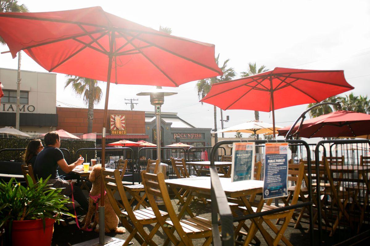 Restaurantes de Los Ángeles podrán volver a ofrecer servicios al aire libre
