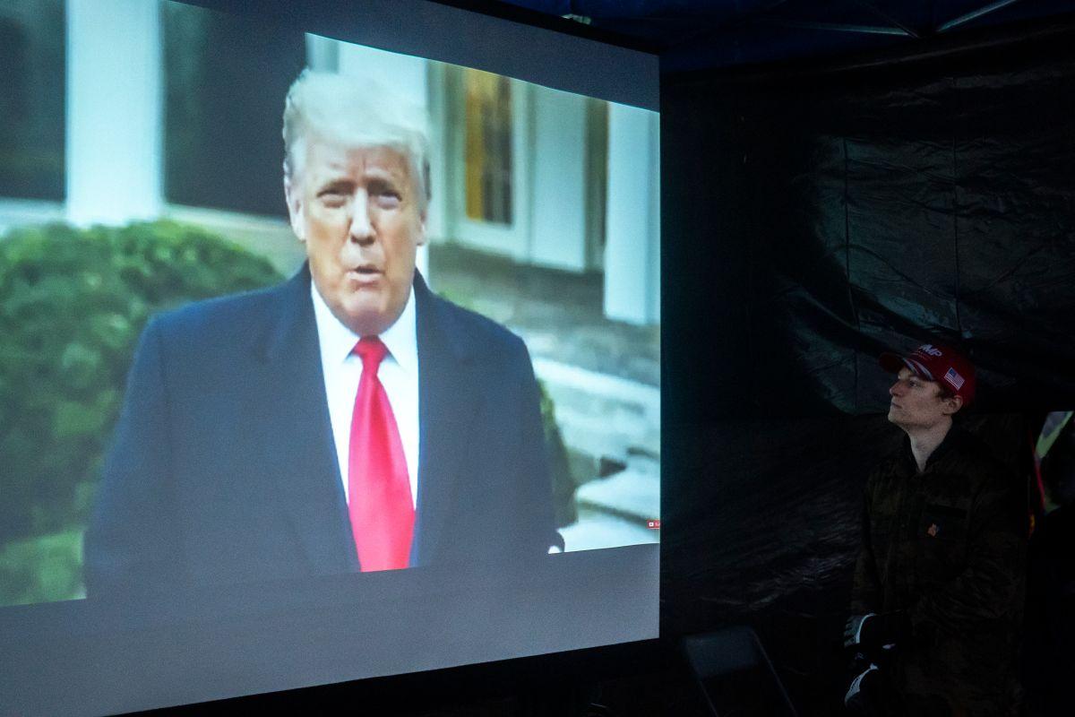 El mandatario saliente emitió el vídeo un día después de los disturbios en Washington.