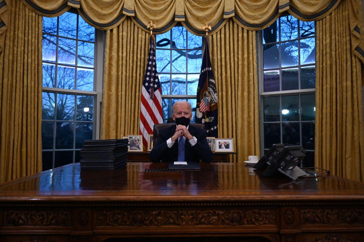 Biden firma una orden ejecutiva que evita la salida de Estados Unidos de la OMS