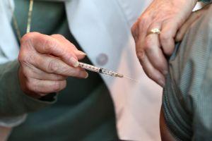 California: Personas de 65 años o más ahora tienen prioridad para la vacuna del COVID-19