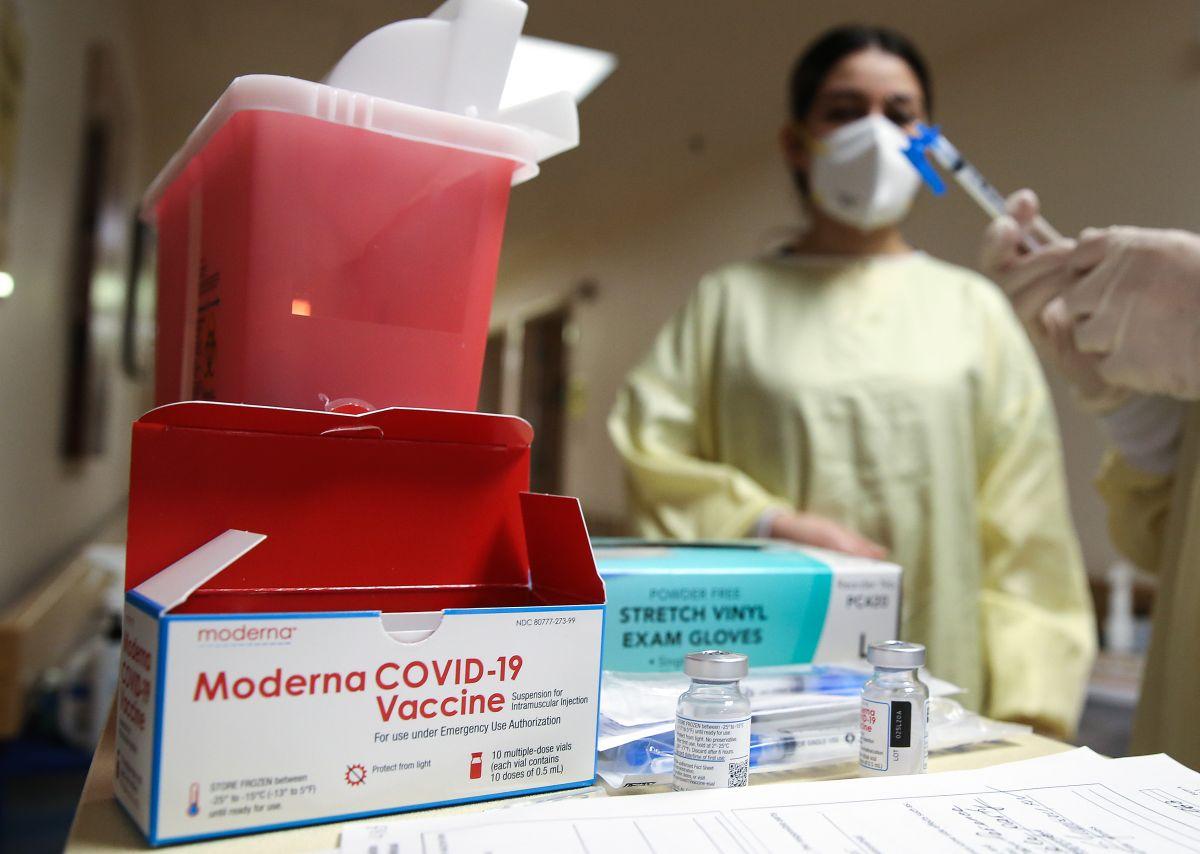 Dos mujeres de Florida se disfrazaron de abuelas para conseguir la vacuna del coronavirus