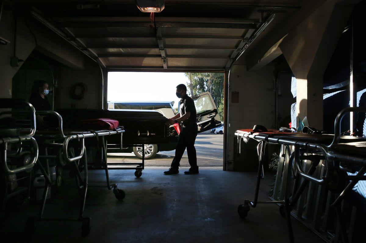 Los Ángeles aumenta temporalmente el límite de cremaciones diarias por muertes de coronavirus