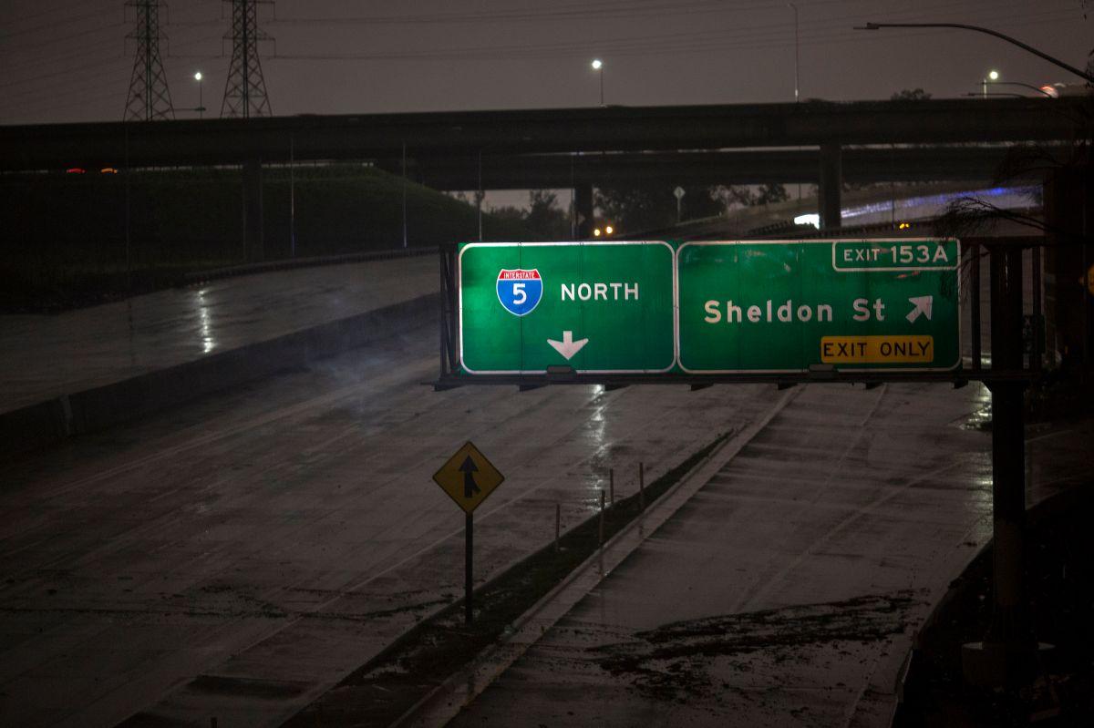 Reabren el paso en el Freeway 5 cerca de Grapevine después de casi 24 horas cerrado por la nieve