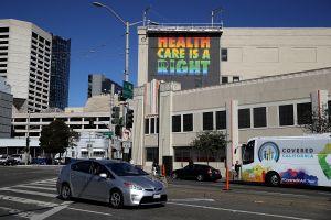 ¿No tiene seguro médico? Covered California puede ayudarle a pagar una póliza