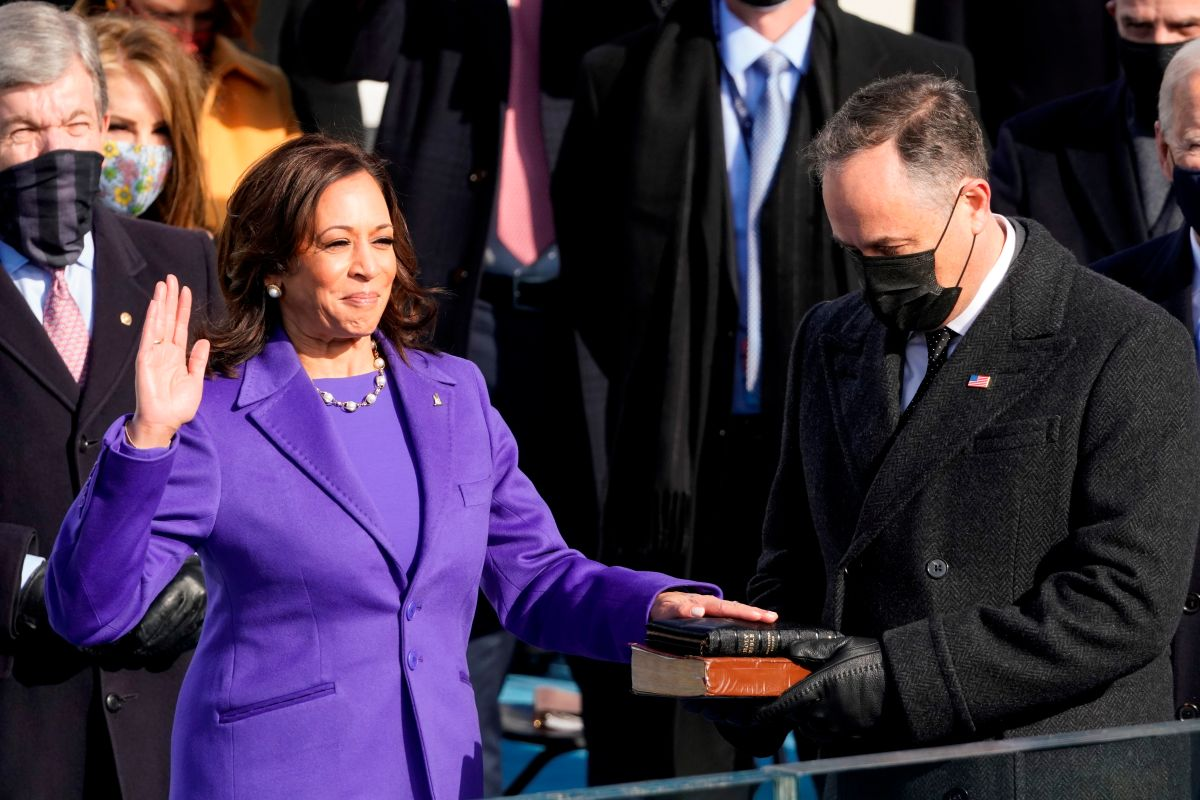 Kamala Harris, la exfiscal y senadora que hace historia al ser la primera vicepresidenta de EE.UU.