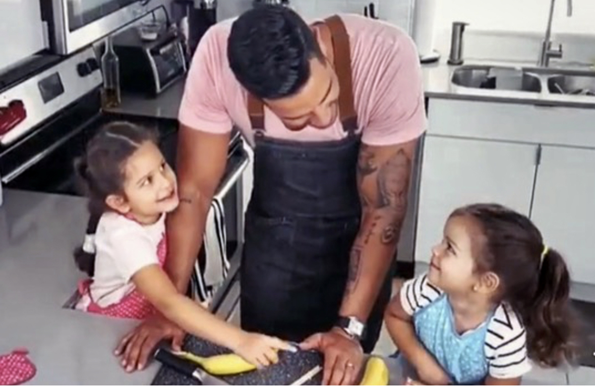 Chef Yisus con sus hijas Anabella y Silvana