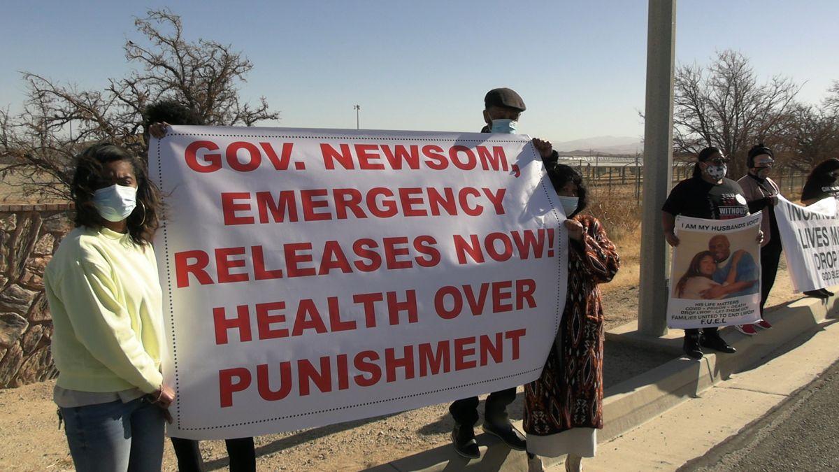Activistas presionan al gobernador para que libere reclusos en California