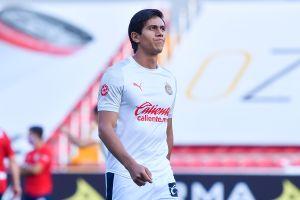"""José Juan Macías, la """"joya"""" de las Chivas, dio positivo a COVID-19"""