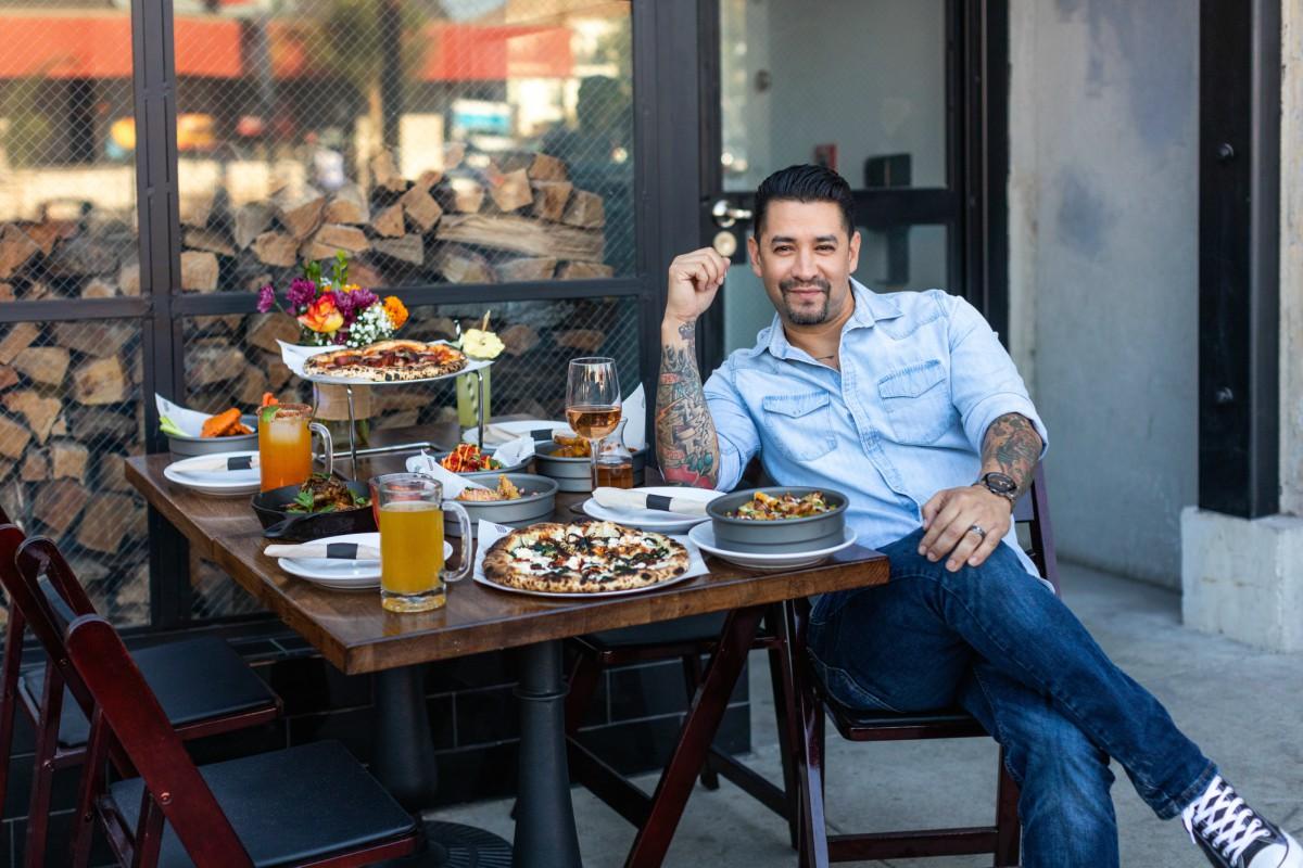 MasterChef latino reta a la pandemia y abre pizzeria en su barrio
