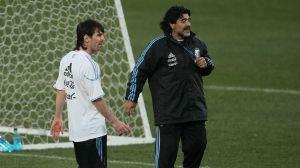 Video: Maradona y Messi tocando el balón como auténticos cracks