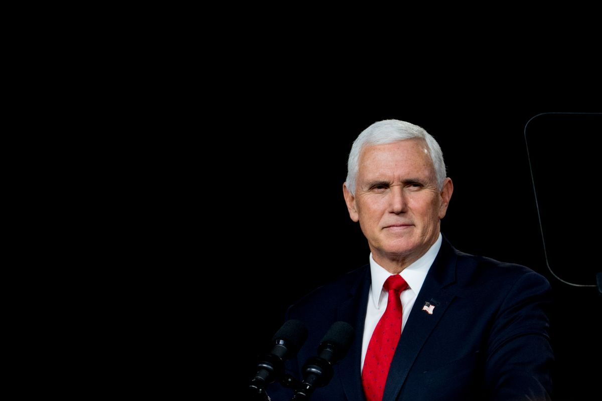 "Le gritan ""traidor"" al exvicepresidente Mike Pence en un foro republicano"