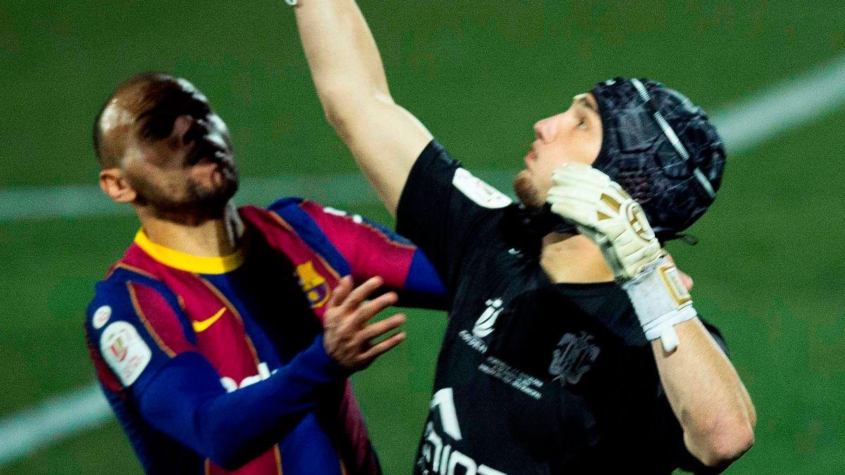 Ramón Juan, arquero de tercera división, es el primero en atajar dos penales al Barcelona