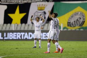 Santos goleó a Boca Juniors y habrá final brasileña en la Copa Libertadores