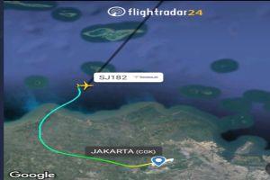 Se estrella avión con 62 personas a bordo en Indonesia
