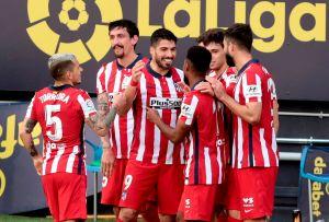 Otro doblete del uruguayo: Luis Suárez y el Atlético de Madrid dominan La Liga con facilidad