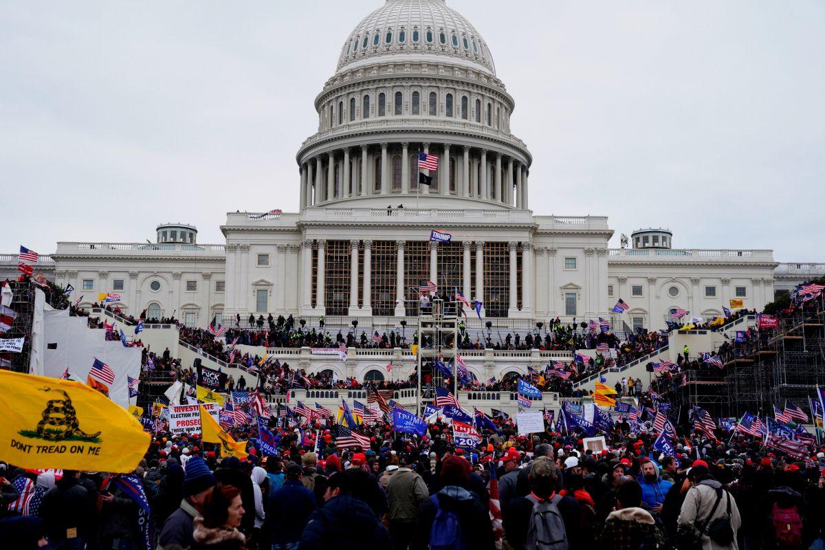El presidente Biden ordena investigar el extremismo doméstico tras el asalto al Capitolio