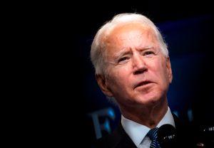 Demócratas insisten en que Biden ayude permanentemente a ciudadanos con problemas económicos