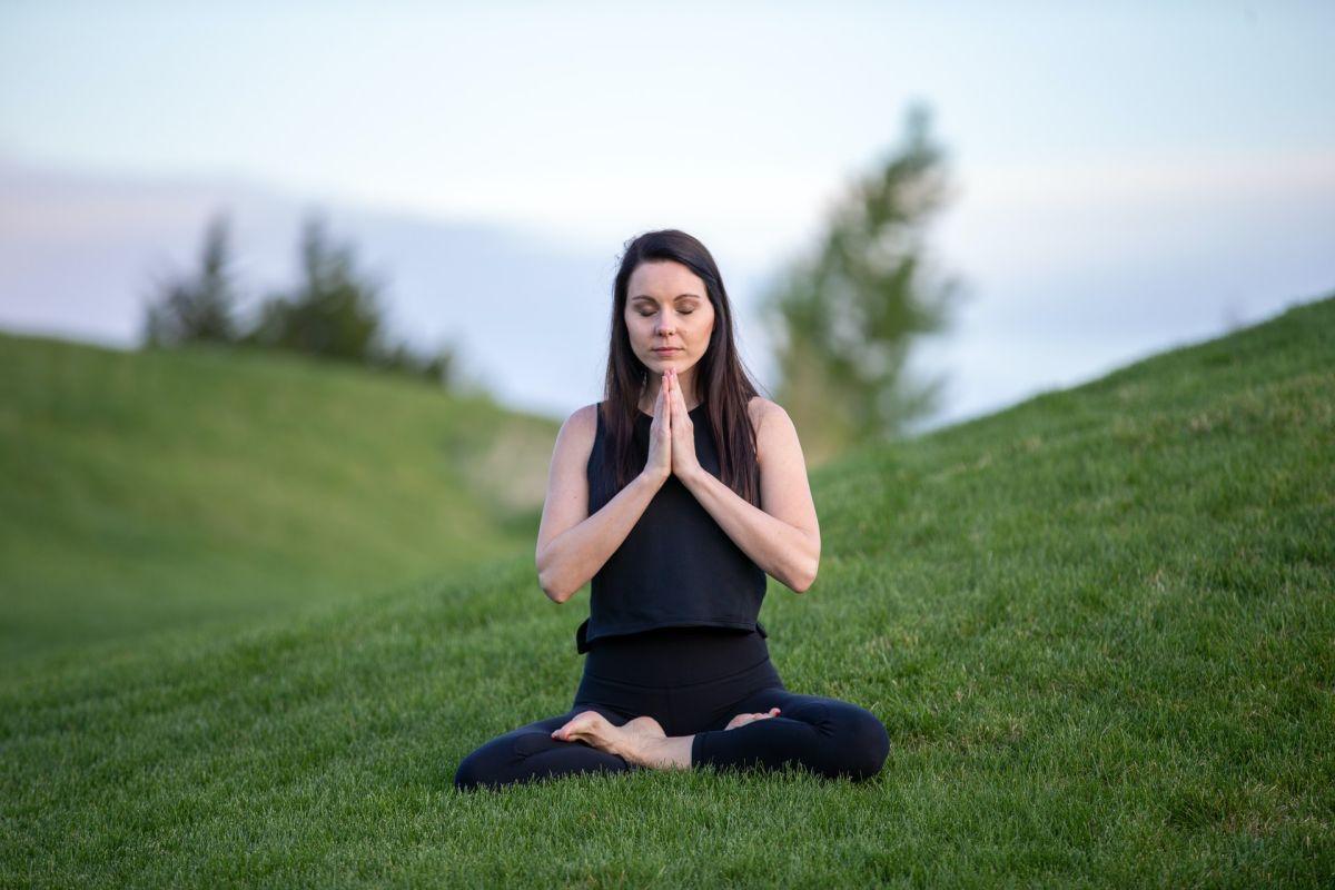 La meditación ayuda a liberar el pasado.