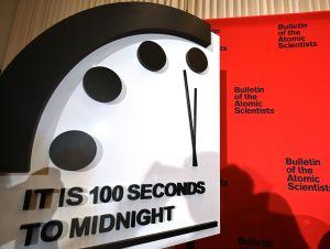 Científicos mantienen el reloj que marca el final del mundo en 100 segundos para la medianoche