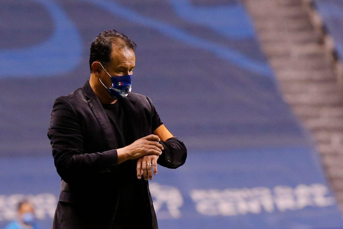 Juan Reynoso será casi con seguridad, el nuevo timonel del Cruz Azul.