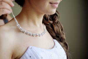 Los mejores sets de joyas y accesorios para combinar con tu vestido de novia
