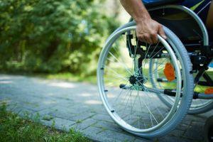 Sillas de ruedas ligeras para personas mayores y con problemas de salud usar cómodamente en la casa