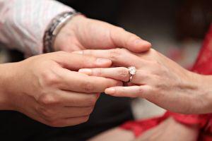 ¿Quieres hacer la gran pregunta? Los mejores anillos de compromiso para proponer matrimonio en San Valentín