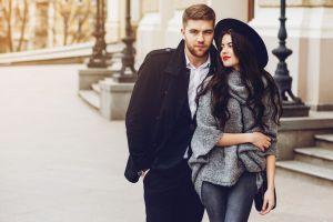 Selecciones contemporáneas de ropa para mujer y hombre