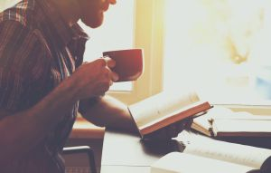 5 libros en español que te ayudarán a aprender a manejar y organizar tus finanzas