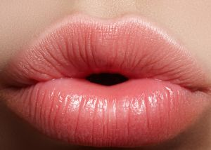 ¿Cómo aumentar el tamaño de tus labios sin cirugía ni inyecciones?
