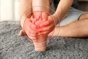 ¿Cómo aliviar el dolor de pies? 3 productos que desinflaman y calman