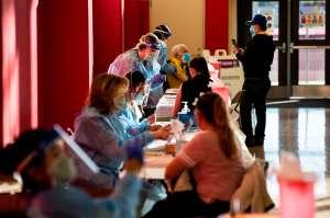 La cifra de muertos en EE.UU. se acerca a 400,000 mientras los estados luchan por más vacunas