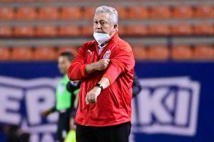 Vucetich coincide con Alan Pulido sobre el perfil de jugadores que se necesitan en Chivas