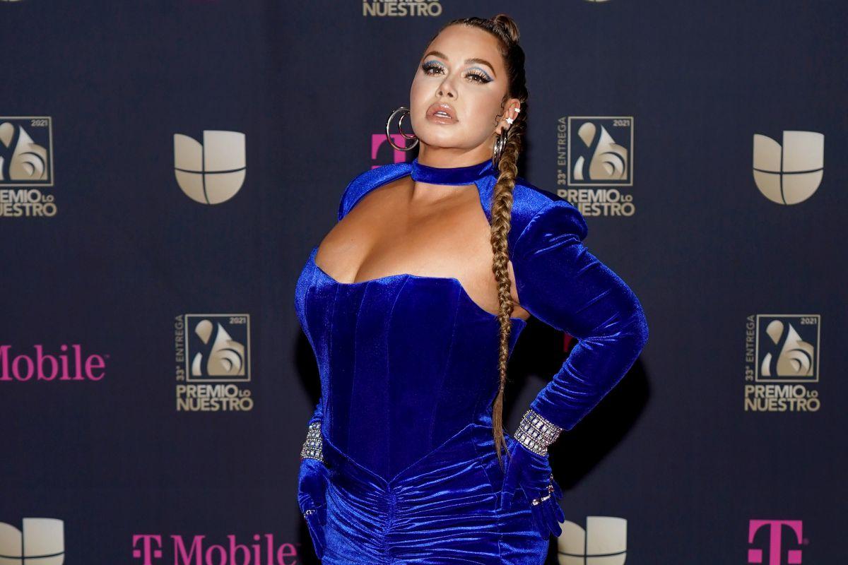 Chiquis Rivera seduce con descomunal escote sacando la piernota y sus bailecitos sensuales