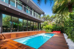 Nicky Jam vende su mansión en Miami para comprarse una más grande con cancha de baloncesto