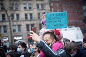 Neoyorquinos muestran apoyo a comunidad asiática por recientes agresiones