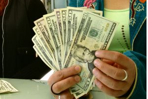 Desde el 21 de junio no se podrán depositar dólares en efectivo en Cuba