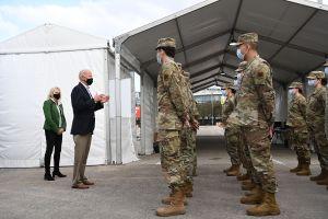 Biden visitó Texas tras la tormenta invernal que causó un desastre en el estado