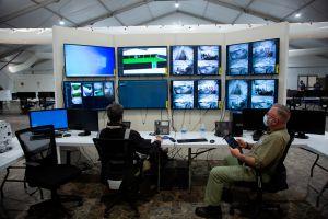 La Patrulla Fronteriza inaugura una instalación para procesar inmigrantes en Texas