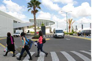 México permite acceso a turistas rumanos tras 4 días retenidos en aeropuerto de Cancún