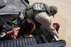 La Patrulla Fronteriza salvó a unos 200 inmigrantes en Texas durante la tormenta invernal