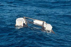 Guardia Costera de Miami busca a 16 personas tras naufragio