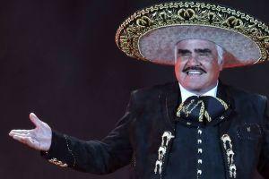 Vicente Fernández sale del hospital en el que permaneció tres días por una infección