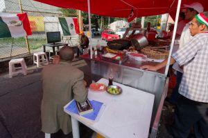 VIDEO: El violento arresto de dos taqueros en El Monte durante una inspección sanitaria del puesto de comida