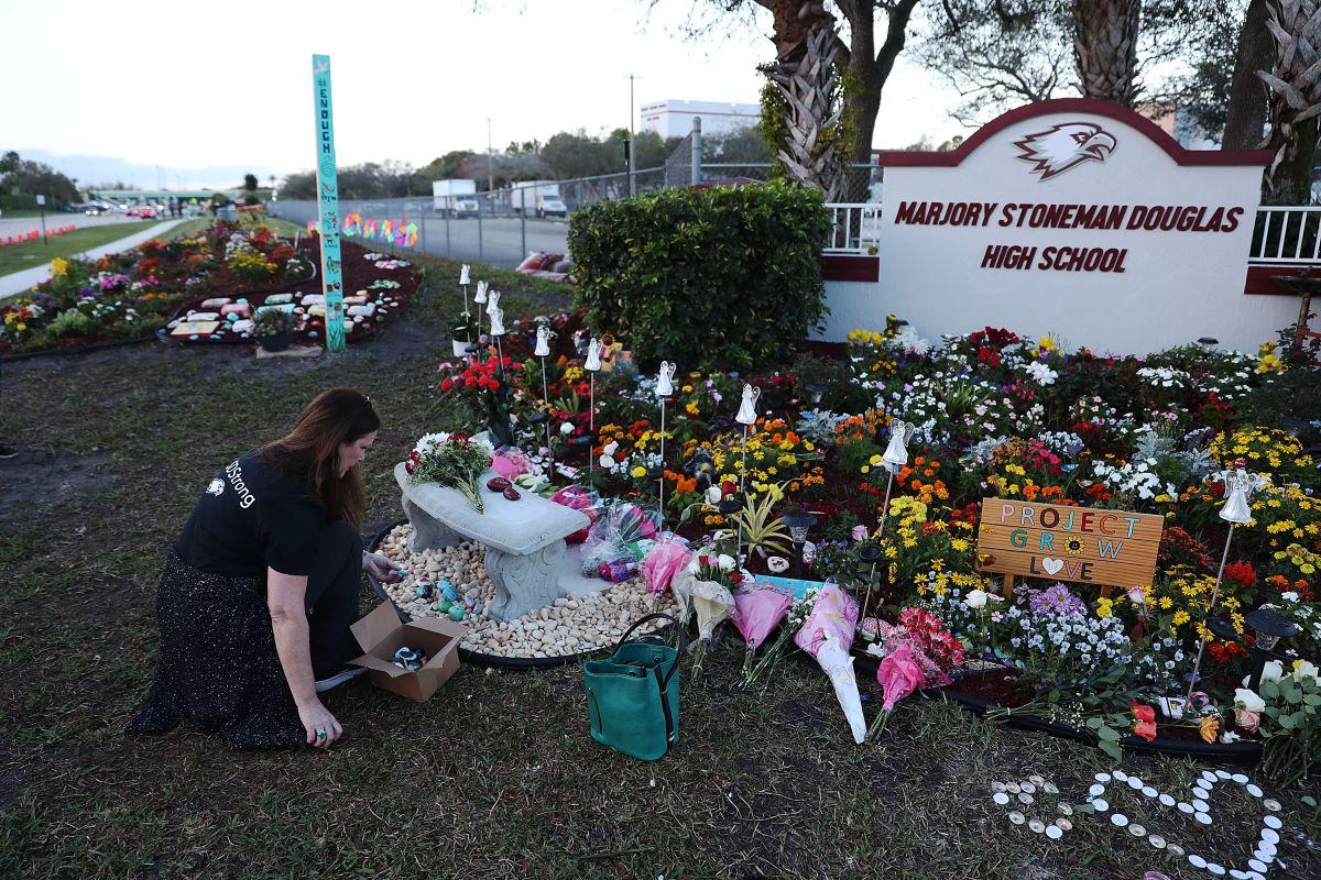 """EE.UU. recuerda a los 17 """"Ángeles"""" de Parkland a tres años de distancia; así se vivió el homenaje a las víctimas"""
