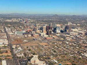 Cinco adultos jóvenes luchan por su vida luego de terrible choque en el sur de Phoenix
