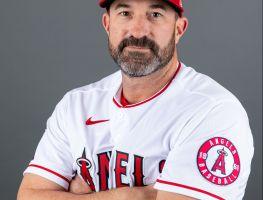 Mickey Callaway, acusado de acoso sexual a reporteras de béisbol, es despedido por los Angels