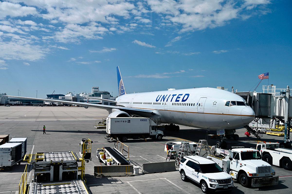 Boeing recomienda suspender vuelos del modelo 777 tras incidente del avión de United Airlines en Denver