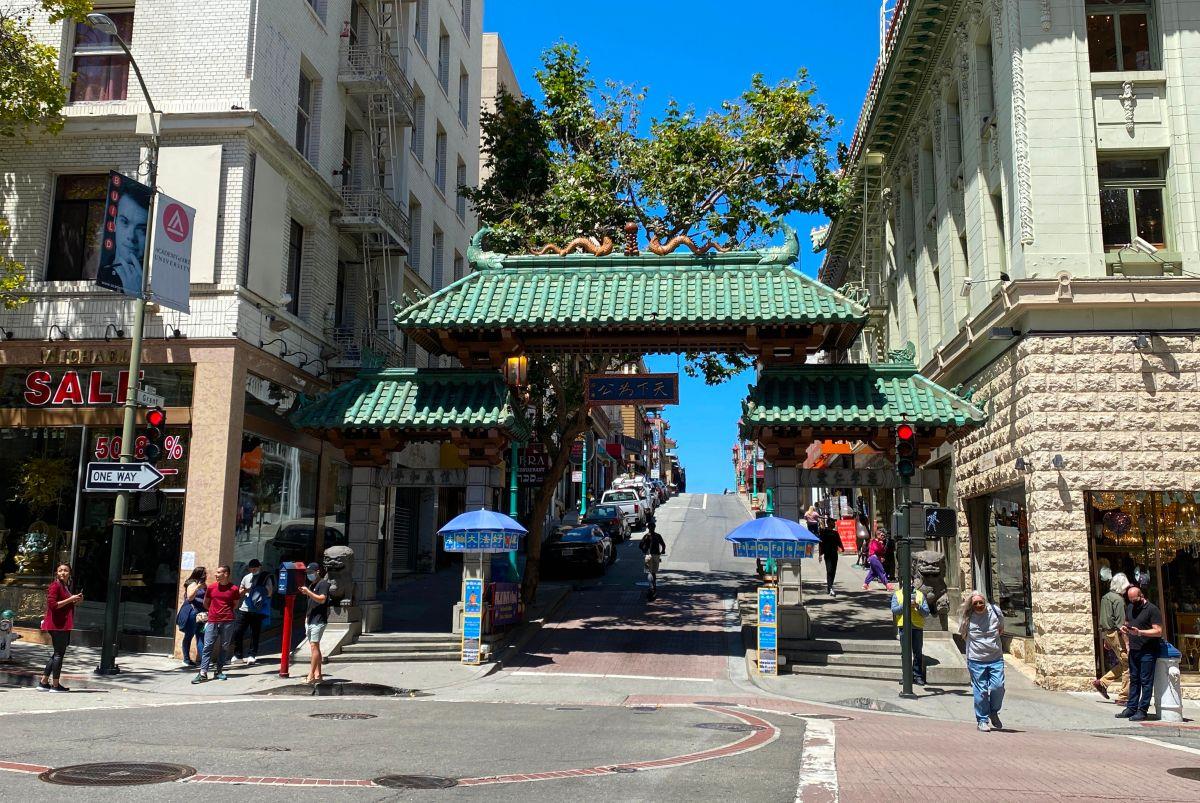 """Jóvenes asiáticos del Chinatown"""" de Oakland se organizaron y crearon un grupo de autodefensa ante la oleada de crimen"""